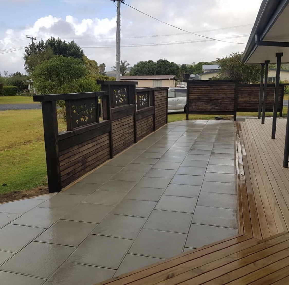 Deck, screens and trellis by VDV builders - Hahei
